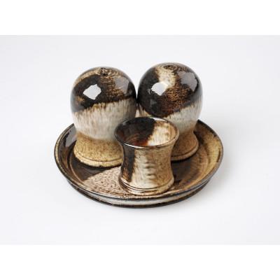 Dochucovací souprava s podšálkem sůl a pepř